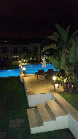 Diana Residence: pool at night