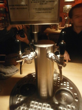 Berlin Food Tour: Pull your own pint