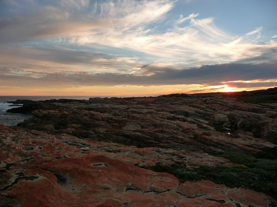Cape St Francis Resort: Walk at sunset behind lighthouse
