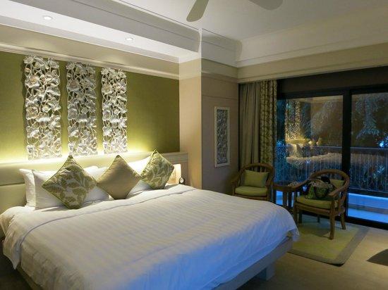 Shangri-La's Rasa Sentosa Resort & Spa: Lovely big bed!