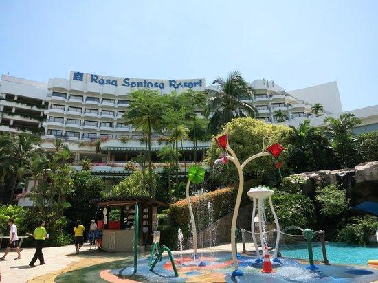 Shangri-La's Rasa Sentosa Resort & Spa : Kids' pool area