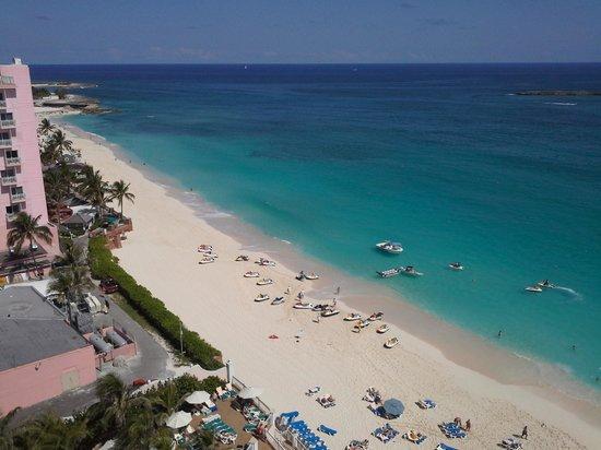 Hotel Riu Palace Paradise Island: Vista de la terraza, habitación 1127