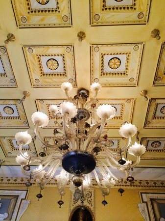 Hotel Splendide Royal: Ceiling in lobby