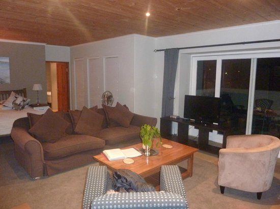 Hillview Self-Catering Apartments: Spotlessly clean apartment