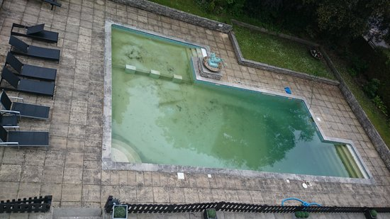 Hinton Firs Hotel: A clean inviting pool!