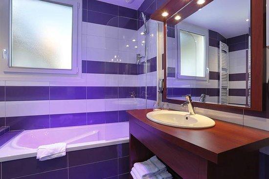 Inter-Hotel Saint Martial : Salle de bains N°27