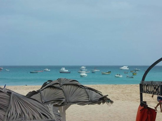 Hotel Riu Palace Cabo Verde : Boats on Santa Maria Beach