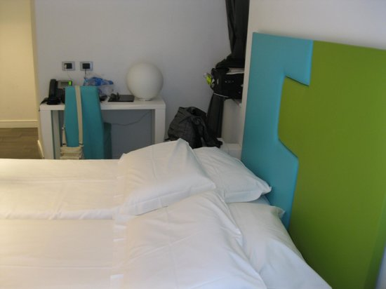 Hotel de Rome: our small quiet modern furnished room