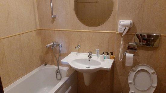 Hotel Palazzo: Palazzo bathroom