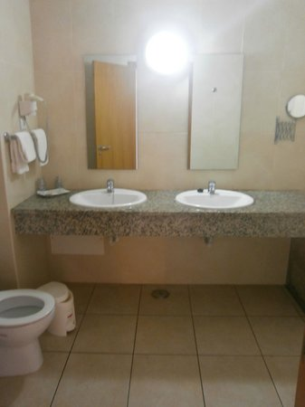 Aqua-Mar Aparthotel: bathroom