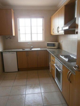 Aqua-Mar Aparthotel: kitchen