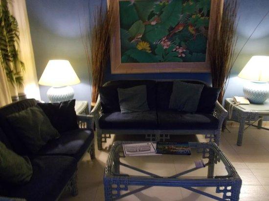 Green Garden Resort & Suites: Livingroom