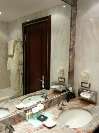 Boscolo Exedra Roma, Autograph Collection: bathroom