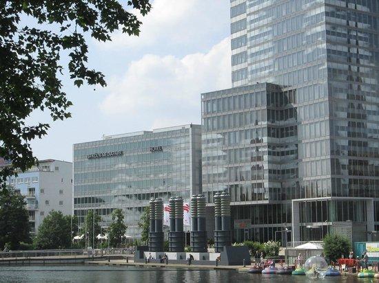 NH Collection Köln Mediapark: Das Hotel neben dem Köln Turm