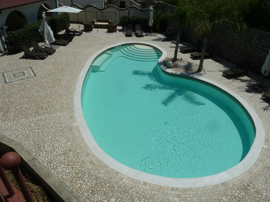 Borgo Eolie Hotel: looks inviting in a hot day