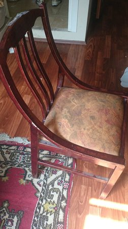 Mystic Hotel : dirty chair