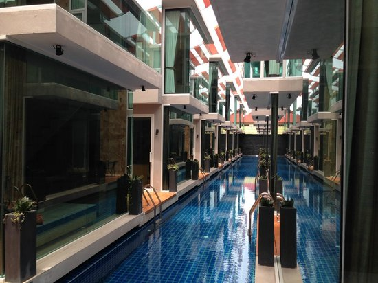 P10 Samui: View down the 2.5m wide pool