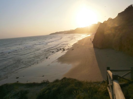 Praia dos Olhos de Água : perfect for romantic walks!