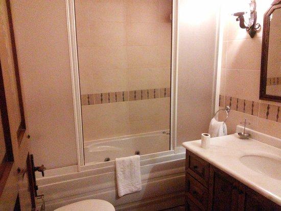 Alfina Hotel: バスルーム