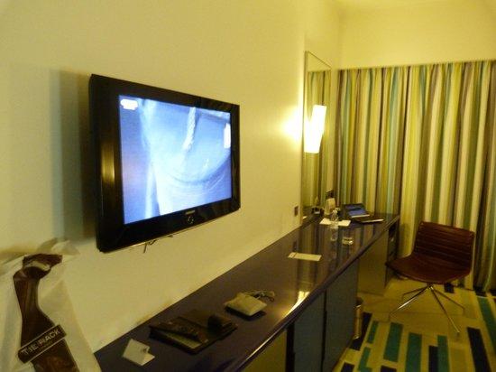 Dubai International Hotel : TV