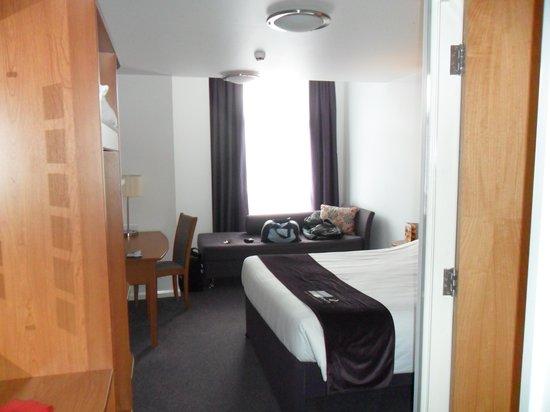 Premier Inn Kidderminster Hotel: room