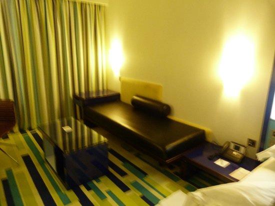 Dubai International Hotel : Sofa