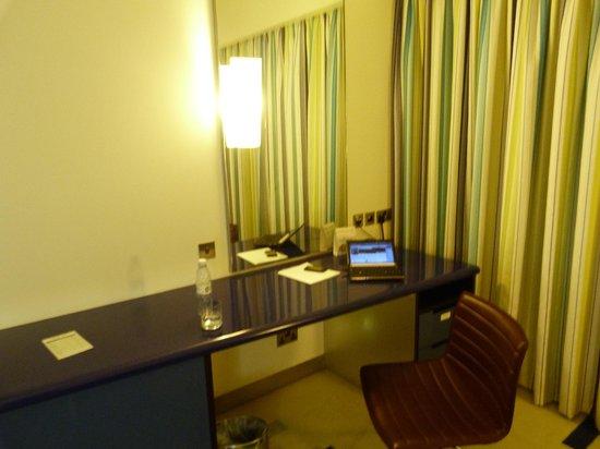 Dubai International Hotel : Desk