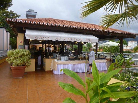 Pestana Village Garden Resort Aparthotel: Al Fresco BBQ and dining