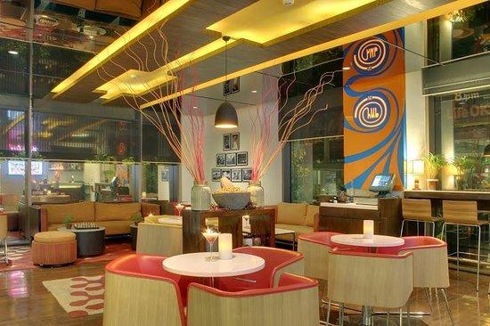 Ibis Mumbai Airport : The Hub Bar & Lounge