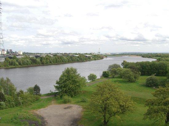 Erskine Bridge Hotel: View toward Glasgow