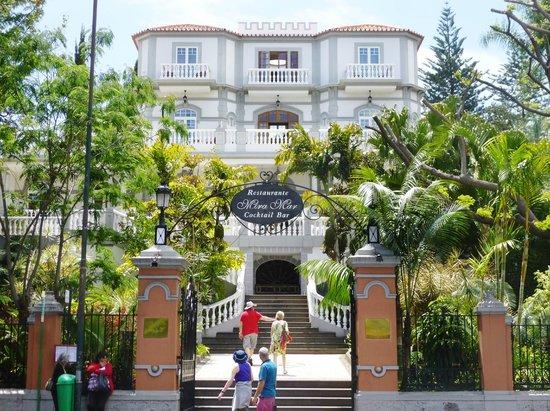 Pestana Village Garden Resort Aparthotel : Miramar restaurant, bar, pool room and swimming pools