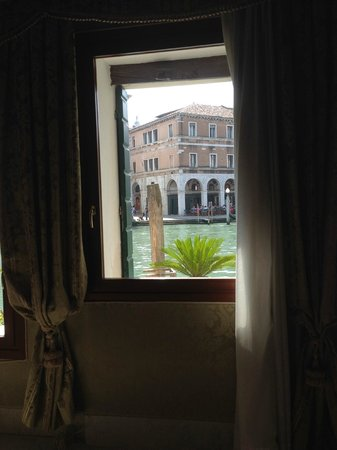 Al Ponte Antico Hotel: The view from the window of our triple luxury room