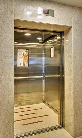 Ibis Mumbai Airport : Hi Speed Elevators at the hotel