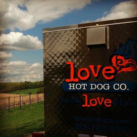 Andreas, بنسيلفانيا: Love Hot Dog Company @Galen Glen Winery