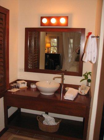 Victoria House Resort & Spa: Our Bathroom