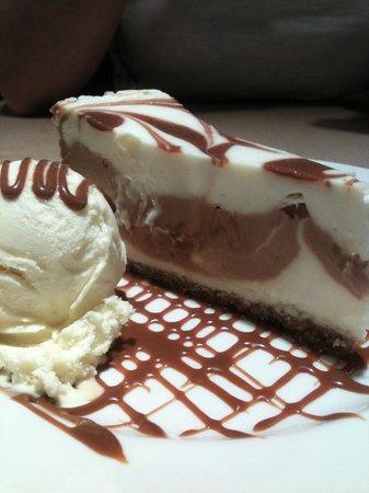New York Burger: Tarta de queso con dulce de leche y helado
