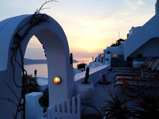 Nomikos Villas : Sunset from the bar / pool