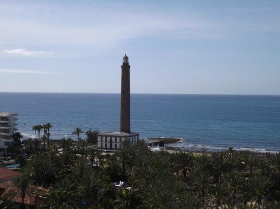 Lopesan Costa Meloneras Resort, Spa & Casino: Faro Maspalomas visto dalla torre dell'hotel