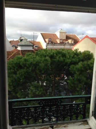 Go Hostel Lisbon: View from window
