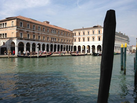 Al Ponte Antico Hotel: The view from the hotel's entrance on the Grand Canal