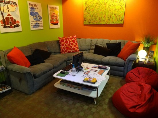Apple Hostels Philadelphia: Lounge area