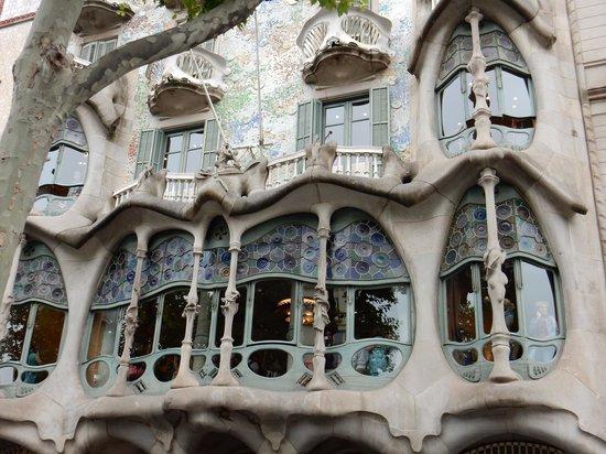 Alexandra Barcelona A DoubleTree By Hilton: Around the corner from the Alexandra