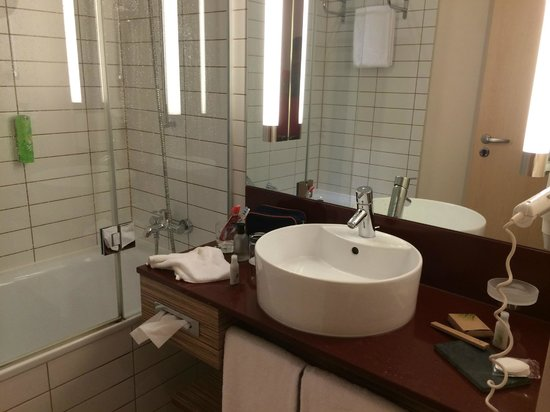 Movenpick Hotel Frankfurt am Main City: bathroom
