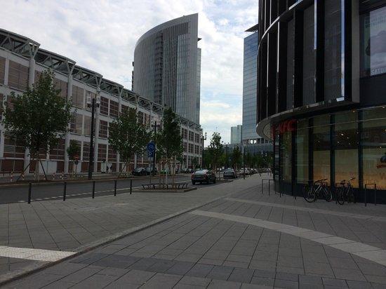 Mövenpick Hotel Frankfurt am Main City : Skyline mall