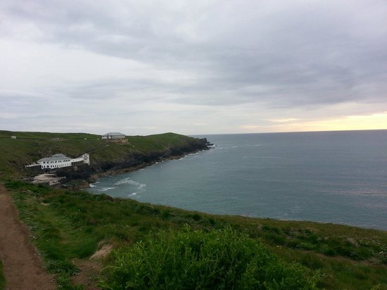 Lewinnick Lodge : Walk to the restaurant from Fistral Beach