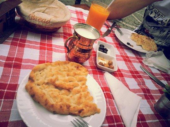 Keyf-i Mekan Cafe And Restaurant: Ayran, turkish bread, olives!