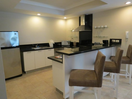 Presidential Suites A Lifestyle Holidays Vacation Resort : cuisine