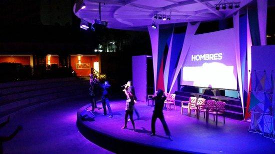 Royal Decameron Punta Centinela : Show hombres vs mujeres