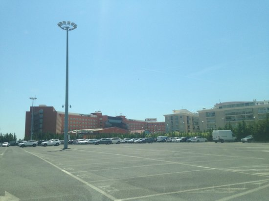 Rome Marriott Park Hotel: Parking and hotel view