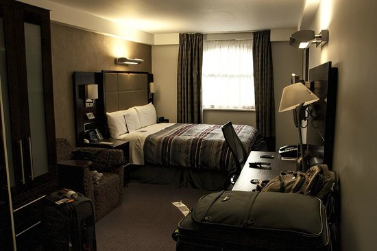 Club Quarters Hotel, Trafalgar Square: Room view, located in the back of the building